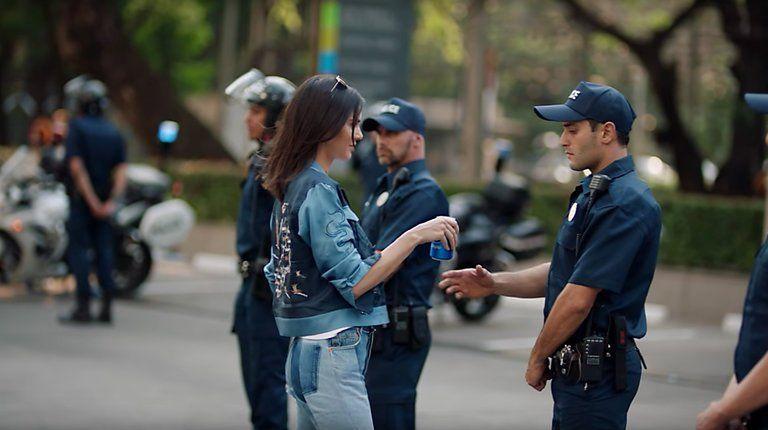 anuncio-escandalo-pepsi-policia-rsc-boicots